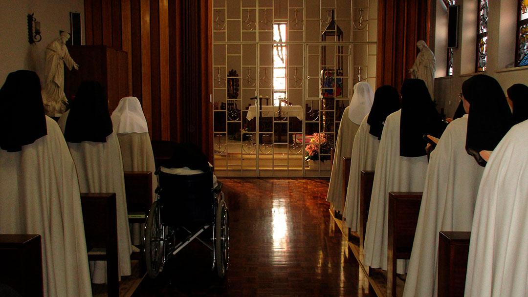 O Carmelo no dizer das Carmelitas: Vem comigo a um lugar apartado