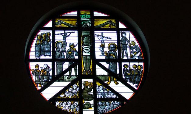 Vitrais e esmaltes do Carmelo de Cristo Redentor